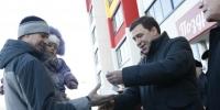 Губернатор области вручил ключи от квартир новоселам Каменска-Уральского