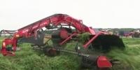 Под Каменском-Уральским презентовали уникальный трактор-трансформер