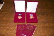 Сразу двадцать три супружеские пары из Каменска-Уральского наградили знаком отличия «Совет да любовь»