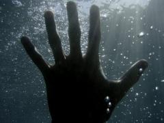 В реке Каменка за мототрассой «Юность» утопилась пенсионерка, хотя ее и пытались спасти
