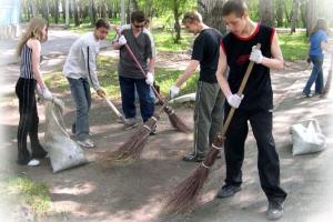 350 старшеклассников и студентов Каменска-Уральского в этом году стали участниками молодежной трудовой вахты
