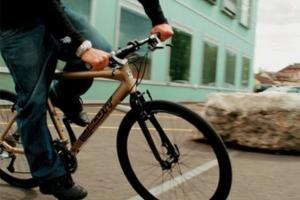 48-летний житель Каменска-Уральского с криминальным прошлым отобрал велосипед у 8-летнего мальчика