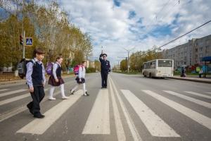 Завтра 1 сентября. В Каменске-Уральском кинологи с собаками проверили каждую школу, полицейские готовятся переводит учеников через дорогу