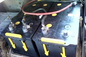 В Каменске-Уральском два учащихся техникума сняли аккумуляторы с КАМАЗа и пропили их