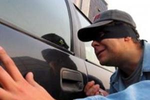 В Каменске-Уральском из автомобиля вор вытащил видеорегистратор и бортовой компьютер