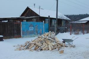 В первые дома в Каменске-Уральском и районе привезли топливо в рамках акции «Подари дрова»