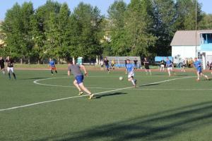 В чемпионате Каменска-Уральского по футболу лидер потерял первые очки