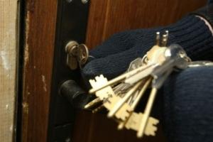 В Каменске-Уральском «вычислить» квартирного вора смогли по отпечаткам пальцев