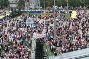 15 тысяч человек побывали на концерте Ромы Жукова и «Блестящих» в Каменске-Уральском