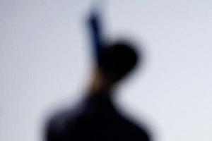 В Красногорском районе Каменска-Уральского обнаружили неопознанный труп мужчины, который повесился