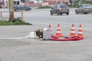 Из-за прорвавшегося трубопровода в Каменске-Уральском затопило цокольный этаж торгового комплекса «Солнечный». Испорчена часть товара