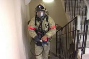 Две двери в квартирах за час с небольшим подожгли в Каменске-Уральском