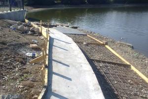 Ремонтные работы на плотине в Старом Каменске, из-за которых пришлось понизить уровень воды в Каменке, закончат к началу сентября