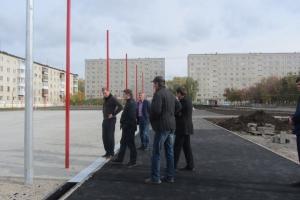 Глава Каменска-Уральского проверил ход строительства стадиона школы №17 и площадки для сдачи норма ГТО на «Энергетике»