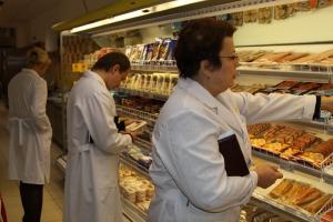 Штрафов на миллион выписали каменским магазинам, торгующих продуктами. Больше всего за рыбу и пирожное
