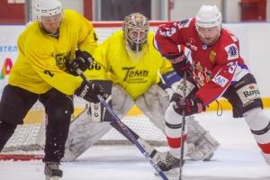 «Темп» из Каменска-Уральского попытался дать бой одному из лидеров Ночной хоккейной лиги