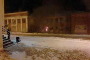 В Каменске-Уральском вчера вечером горело пустующее здание на улице Кирова