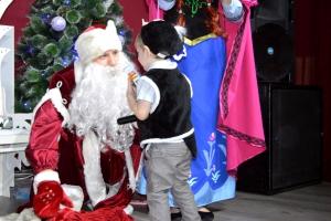 С 23 по 30 декабря и с 2 по 7 января парк развлечений ЯгодаМалина приглашает ребят на праздничные новогодние елки!