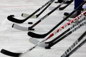 В Каменске-Уральском прошел четвертый тур чемпионата города по хоккею. Лидер прежний – «Т-4»