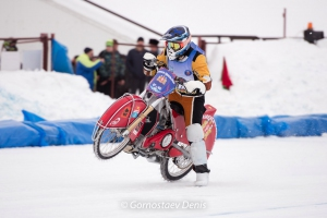 Эдуард Крысов из Каменска-Уральского идет на втором месте после первого дня чемпионата Европы по ледовому спидвею