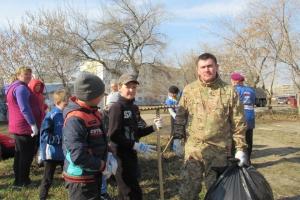 Глава Каменска-Уральского сегодня принял участие в субботнике в будущем парке «Тимирязевский»