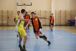 Баскетбольная команда из школы №15 Каменска-Уральского продолжает борьбу за титул лучшей в России