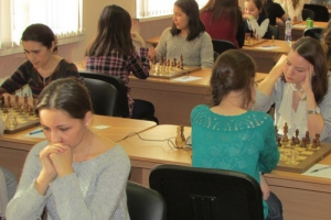 Представительницы Каменска-Уральского улучшили свои позиции в чемпионате УрФО по шахматам среди женщин