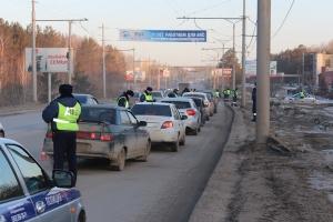 Операция «Стоп-контроля» в Каменске-Уральском сегодня прошла в новом формате. Одновременно останавливали по пятнадцать автомобилей