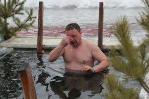 Воду в проруби для Крещенского купания в Каменске-Уральском проверили на содержание вредных бактерий и примесей. Опасности нет