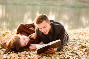 «Он, Она и Книга». В Каменске-Уральском стартовал необычный романтический фотоконкурс