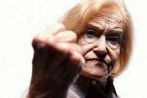 В Каменске-Уральском 80-летняя пенсионерка избила свою знакомую, которая на 23 года моложе