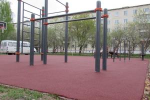 На территории парка Тимирязевский в Каменске-Уральском завершили строительство площадки для воркаута