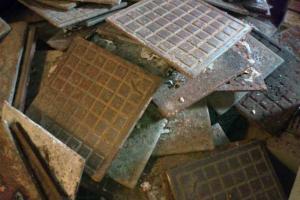 В Каменске-Уральском из общежития украли… напольную плитку