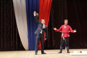 Глава Каменска-Уральского отметил День защитников Отечества поднятием пудовой гири