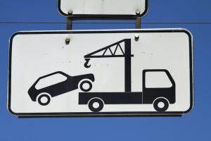 В Каменске-Уральском ликвидируют несанкционированную автостоянку на улице Шестакова