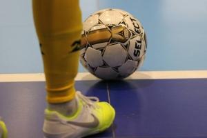Лидер чемпионата Каменска-Уральского по мини-футболу крупно проиграл и теперь лишь на третьем месте