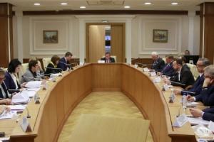 В Заксобрании области сказали, что в 2018 году Каменск-Уральский получит на развитие дорожной сети в четыре раза денег больше, чем нынче. Говорили и о новом мосте через Исеть
