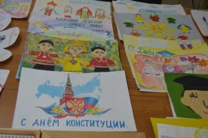 По случаю годовщины принятия Конституции Российской Федерации в Каменске-Уральском организуют конкурсы рисунков и эссе