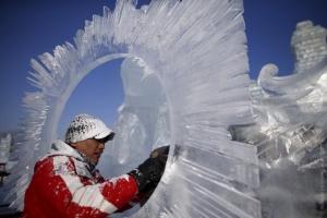 В среду в новогодний городок на площади Ленинского комсомола в Каменске-Уральском завезут лед для создания фигур