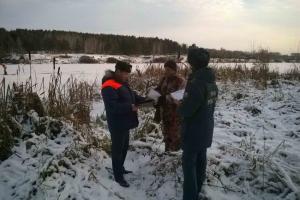 Спасатели Каменска-Уральского продолжают патрулирование вдоль берегов водоемов, предупреждая горожан не выходить на лед