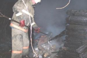 Вчера в Каменске-Уральском горели надворные постройки в частном секторе Синарского района