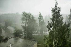 Свердловской области пообещали стихию. Каменск-Уральский должен ограничится дождем