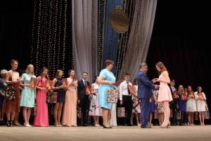 Торжественная церемония вручения золотых медалей выпускникам 2017 года состоялась в Каменске-Уральском