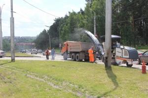 В Каменске-Уральском продолжается ремонт спуска к Байновскому мосту. Укладка асфальта запланирована на четверг
