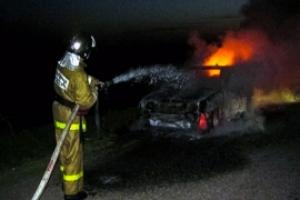 Сегодня ночью в Каменске-Уральском на платной стоянке горел автомобиль