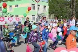 В Каменске-Уральском прошла необычная акция, посвященная популяризации детских автокресел