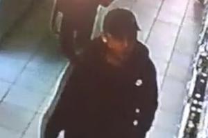 В Каменске-Уральском ищут трех похитителей алкоголя из супермаркета