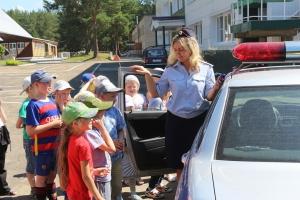 Сотрудники ГИБДД из Каменска-Уральского направились в загородные лагеря, чтобы напомнить детям о правилах дорожного движения