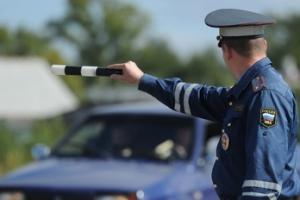 В Каменске-Уральском автолюбитель-нарушитель пытался скрыться от полицейских на крыше частного дома