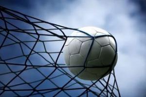 КУМЗ сенсационно возглавил турнирную таблицу чемпионата Каменска-Уральского по футболу